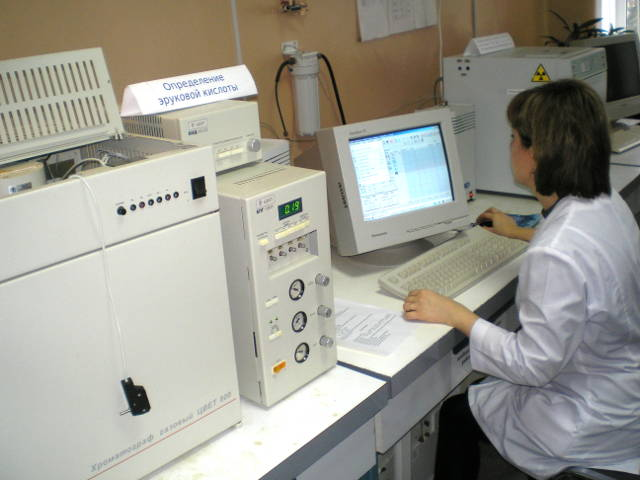 Определение эруковой кислоты на хроматографе «ЦВЕТ‑800». Главный специалист по анализу растений ‑ Журавель Н.В.