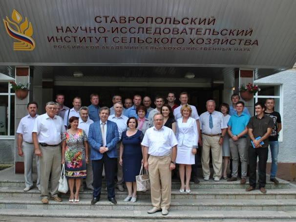 Сотрудники СНИИСХ и участники Всероссийской научно-практической конференции