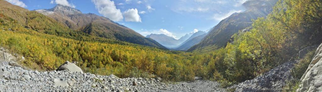 Домбай. Панорамный вид на долину вблизи водопада