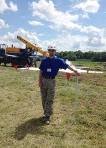 Сотрудник агрохимцентра на месте по ликвидации последствий аварии по разливу нефти