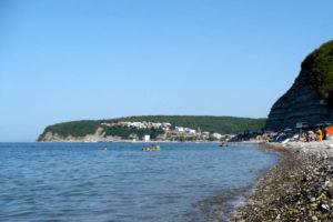 Побережье Новомихайловки, вид на правую стороную пляжа