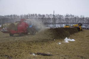 Агрегат Kverneland Taarup 853 предназначен для измельчения и разбрасывания соломы, сена и силоса