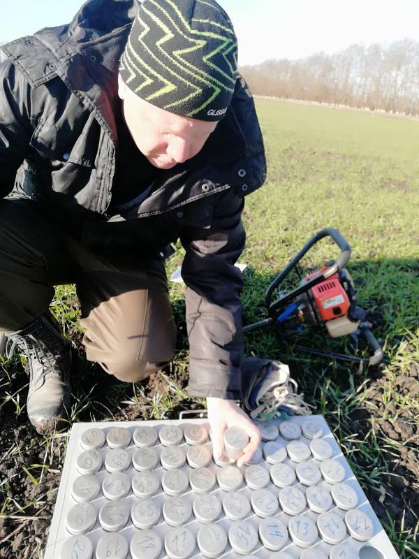Отбор проб почвы на продуктивную влагу
