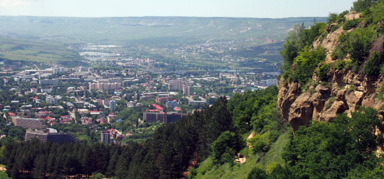 Вид на Кисловодск на подъезде к верхней станции канатной дороги
