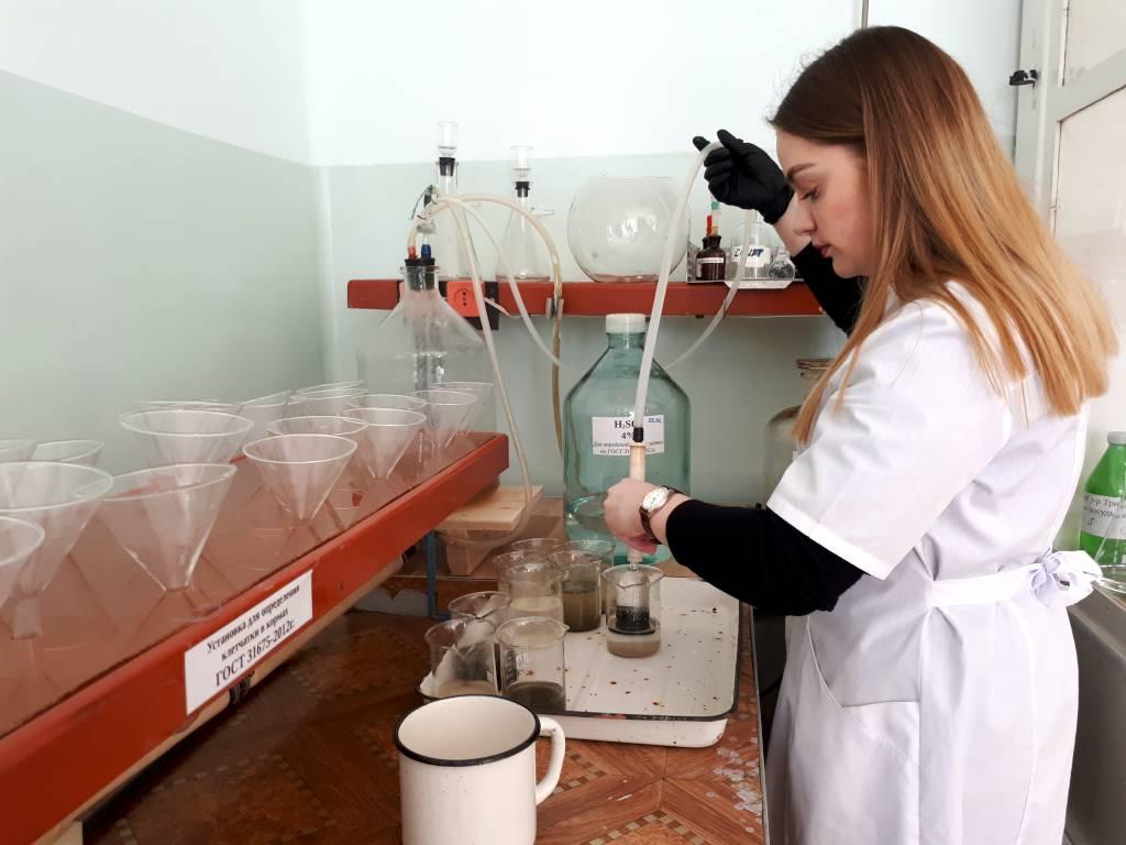 Определение сырой клетчатки в жмыхе подсолнечном. Агрохимик I кат. Беляева А.А.