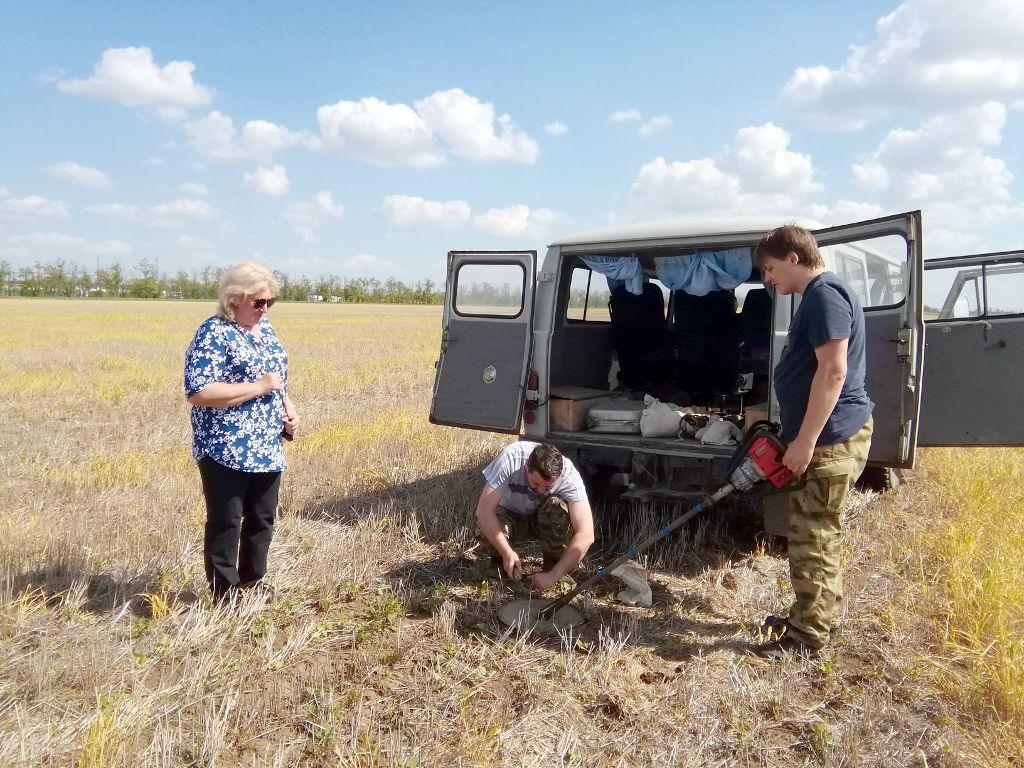 Фото. Отбор проб почвы