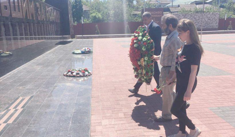 Возложение цветов к Мемориалу Вечной памяти павшим в годы 1941-1945 гг