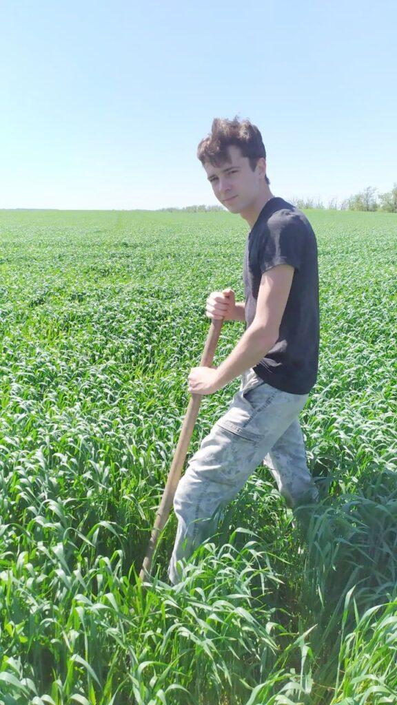 Отбор почвенных образцов земель с/х назначения проводит инженер по НТГИ Абазов Р.А.