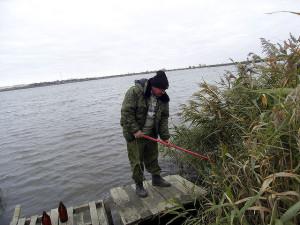 Забор воды на реке Сухая Буйвола осуществляет главный агрохимик Макоед А.А.