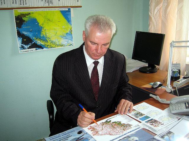 Начальник отдела применения удобрений и опытов Зеленский Н.А. работает с материалами по данной теме