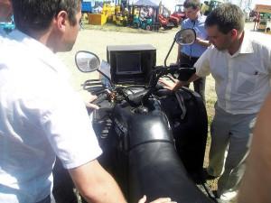 Бортовой компьютер toughbook смонтированный на квадроцикле служит для ориентировки на поле с помощью gps