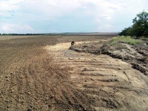 Смыв почвы протяженностью до 2 км и шириной до 3 метров