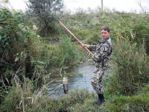 Отбор проб воды на реке Малая Кугульта осуществляет агрохимик I категории Валин А.А.