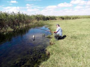 Отбор проб на реке Калаус, осуществляет главный агрохимик Давыскиба А.А.