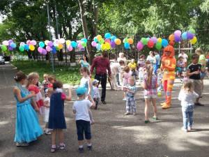 Дети радовались и веселились, дружно участвуя в конкурсах