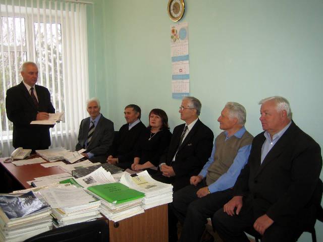 Начальник отдела ЗеленскийН.А. обсуждает с районными агрохимиками актуальные вопросы агрохимобеспечения.