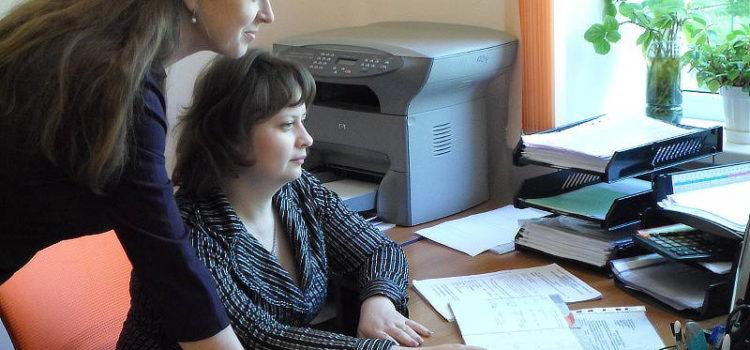Сотрудники отдела сертификации Ангилеева Л.Г. и Матвиенко Н.А.
