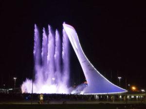 Танцующие фонтаны - цветомузкальное представление каждый вечер в олимпийском парке