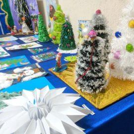 Детская выставка поделок и рисунков