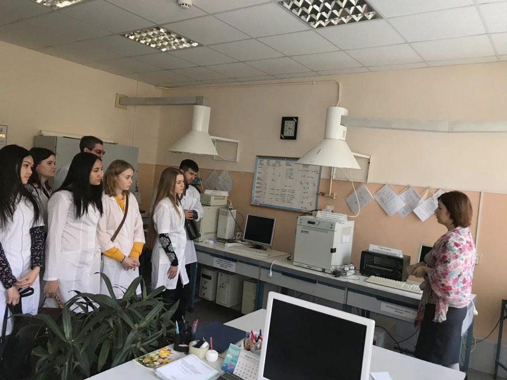 Экскурсия студентов по испытательному центру (лаборатории)