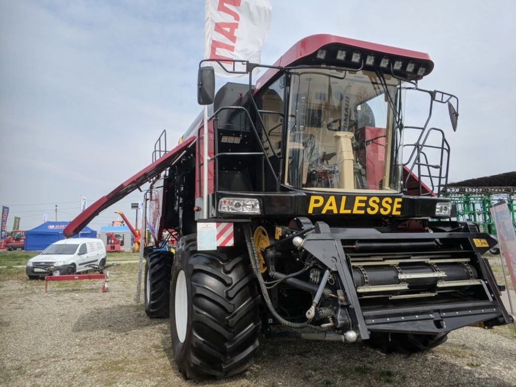 Белорусский зерноуборочный комбайн «ПАЛЕССЕ GS3219»