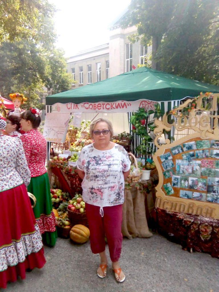 """Возле экспозиции СПК """"Советский"""""""