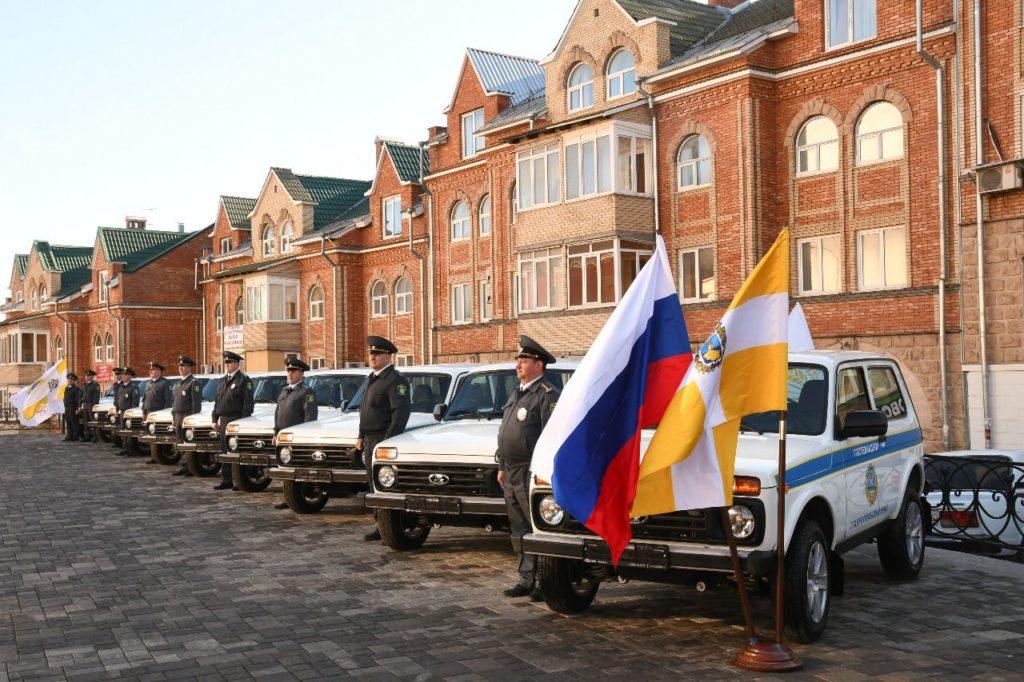 Вручение ключей от автомобилей инспекторам краевых отделов Гостехнадзора министерства сельского хозяйства Ставрополья