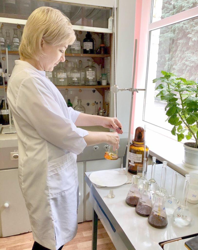 Определение массовой доли общего азота в пробе аммофоса. Агрохимик I категории испытательного центра ‑ Лариса Попова