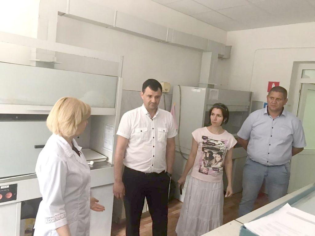 Сотрудники ФГБУ «Центра оценки качества зерна» на экскурсии в испытательном центре (лаборатории) ФГБУ ГЦАС «Ставропольский»