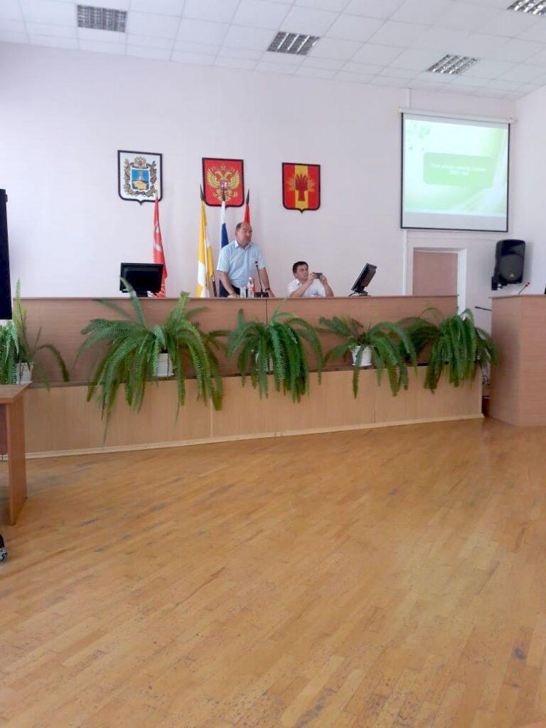 Глава администрации Туркменского муниципального района Геннадий Ефимов на совещании